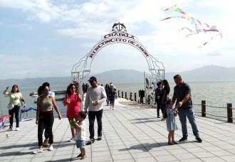Weekend visitors flock to Chapala